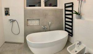 Fürdőszoba dekor beton falazat